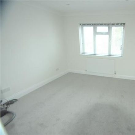 Rent this 3 bed apartment on Hale Grove Gardens in London NW7 3LT, United Kingdom