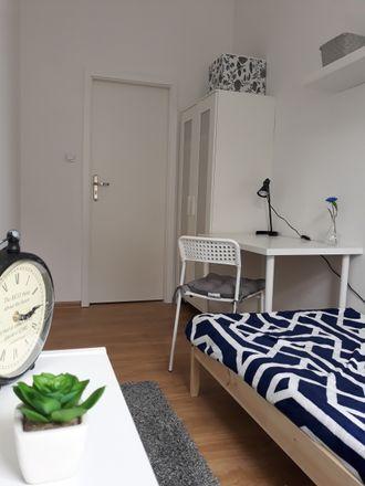 Rent this 4 bed room on Komisariat Policji IV Gdańsk Oliwa in Kaprów 14, 80-316 Gdansk