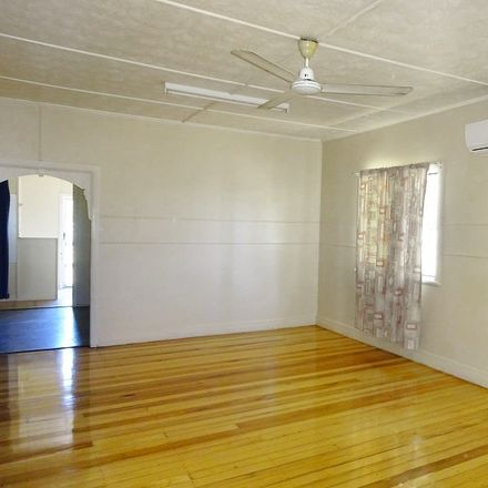 Rent this 3 bed house on 2 Champagne Crescent