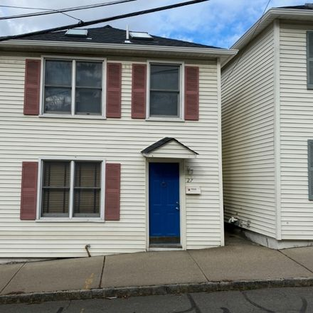 Rent this 3 bed townhouse on Clinton Pl in Morristown, NJ