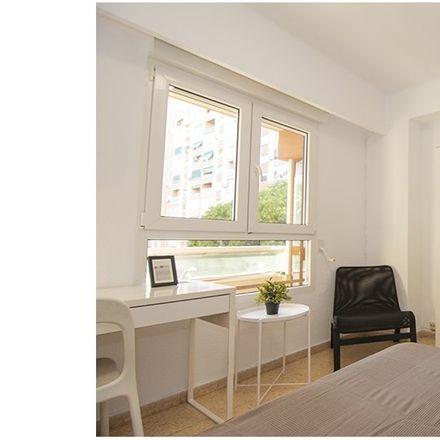 Rent this 5 bed apartment on Plaça d'Hondures in 46022 Valencia, Spain
