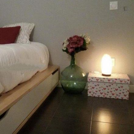 Rent this 3 bed room on Parroquia San Pedro Regalado in Plaza Peña Gudina, 1