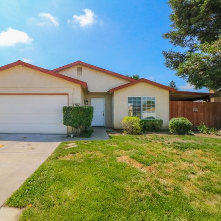 Rent this 3 bed house on 1787 Martinho Avenue in Tulare, CA 93274