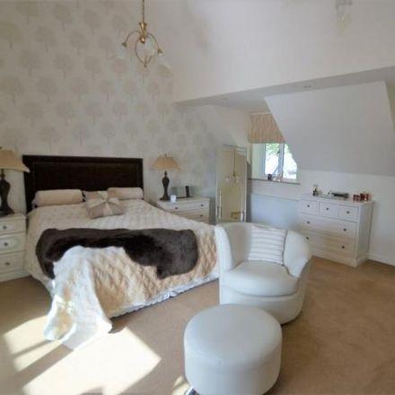 Rent this 5 bed house on Sandbach Golf Club in Oakmere Close, Sandbach CW11 1WN
