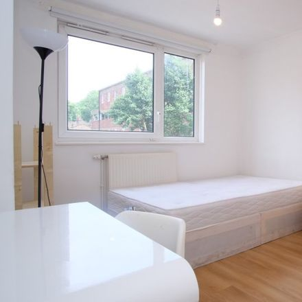 Rent this 5 bed apartment on Lane Property Services in 408 Commercial Road, London E1 0LR