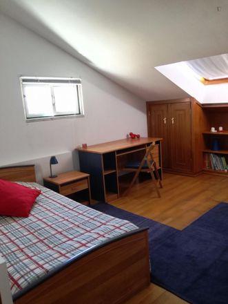 Rent this 2 bed room on Bairro Escola Técnica in Rua Machado dos Santos, 2775-196 Carcavelos e Parede