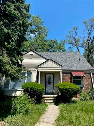 Rent this 3 bed house on 18640 Curtis Street in Detroit, MI 48219