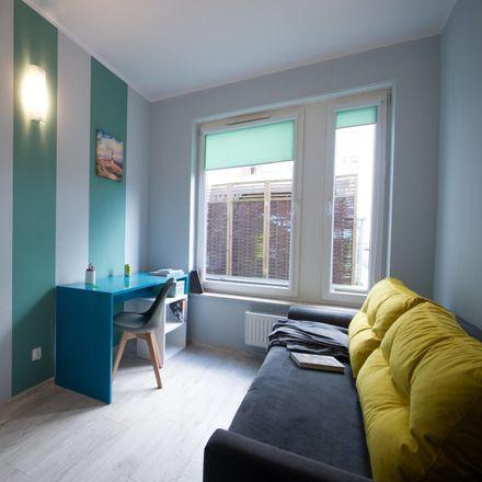 Rent this 2 bed room on Władysława Broniewskiego 6 in 87-100 Toruń, Poland