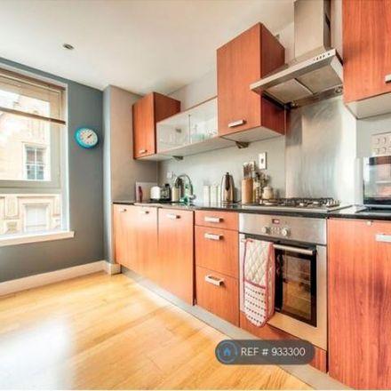 Rent this 2 bed apartment on Tesco Express in Ingram Street, Glasgow G1 1EJ