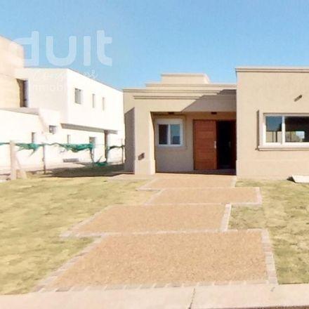 Rent this 6 bed apartment on Bulevar Iguazú in Colina Los Pinos, Cordoba