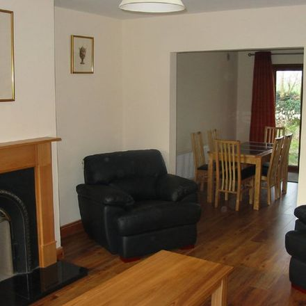 Rent this 4 bed apartment on O Donnells Bar in R512, Glanworth West