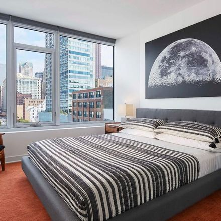 Rent this 3 bed apartment on S Wells St in Chicago, IL