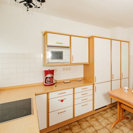 Rent this 12 bed apartment on Welrichsweg 18 in 53111 Bonn, Germany