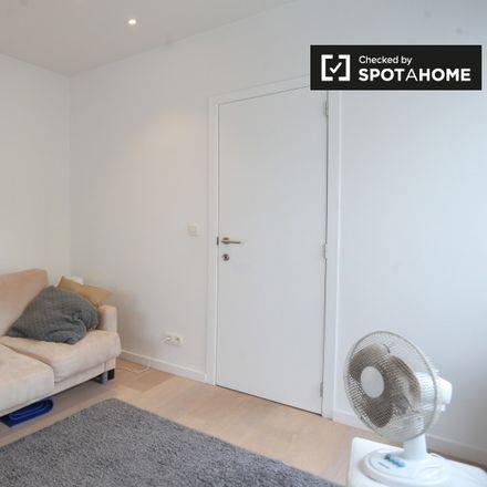Rent this 1 bed apartment on Rue Charles Quint - Keizer Karelstraat 90 in 1030 Schaerbeek - Schaarbeek, Belgium
