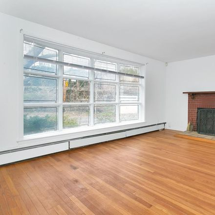 Rent this 3 bed apartment on 2730 Edgehill Avenue in New York, NY 10463