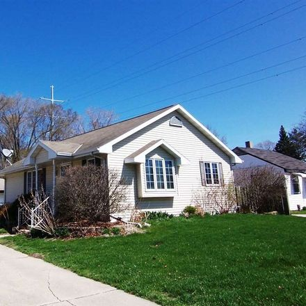 Rent this 3 bed house on 2063 Farlin Avenue in Green Bay, WI 54302
