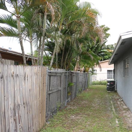Rent this 3 bed townhouse on 5891 S Rue Rd in West Palm Beach, FL