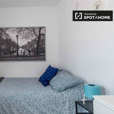 Rent this 5 bed room on Carrer del Poeta Andrés Cabrelles in 5, 46022 Valencia