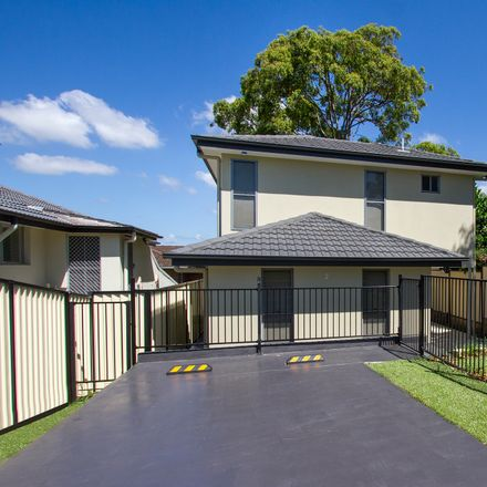 Rent this 2 bed house on 2 Myrtle Court