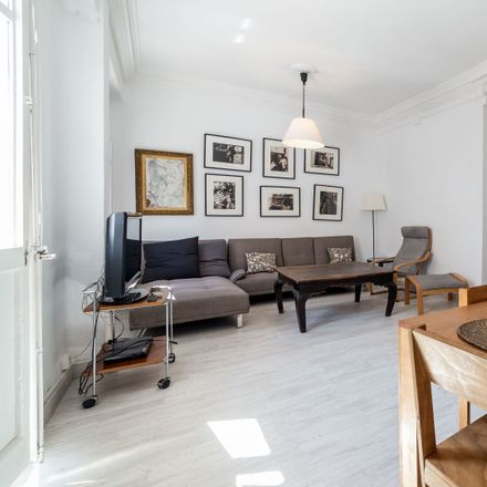 Rent this 3 bed apartment on l'Eixample in Carrer de les Filipines, 21