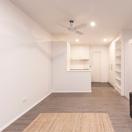 Rent this 1 bed room on 2/325 Abercrombie Street