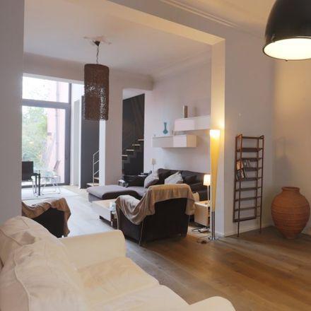 Rent this 2 bed apartment on Avenue Wielemans Ceuppens - Wielemans Ceuppenslaan 80 in 1190 Forest - Vorst, Belgium
