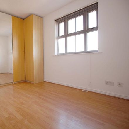 Rent this 2 bed apartment on London IG1 2FT