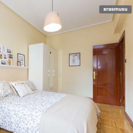 Rent this 3 bed room on Elexabarri Kalea