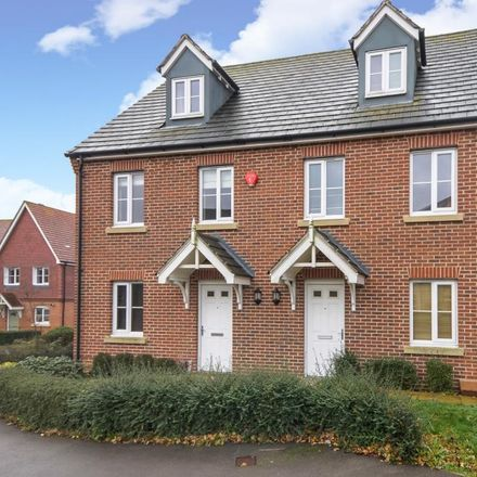 Rent this 3 bed house on Pipit Green in Binfield RG12 8BY, United Kingdom
