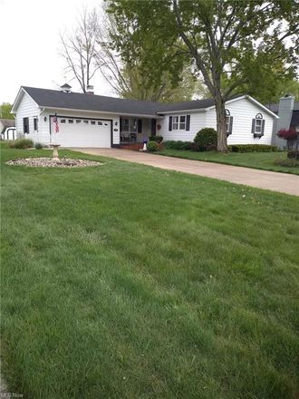 Rent this 3 bed house on Meadow Ln in Youngstown, OH