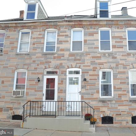 Rent this 3 bed townhouse on 544 High Street in Lancaster, PA 17603