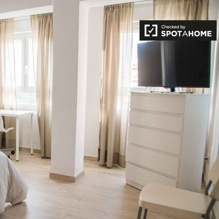Rent this 2 bed apartment on Carrer dels Jurats in 46014 Valencia, Spain