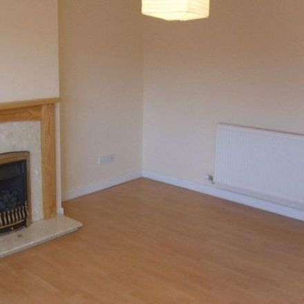 Rent this 2 bed apartment on Costcutter in Bradstocks Way, Vale of White Horse OX14 4DB