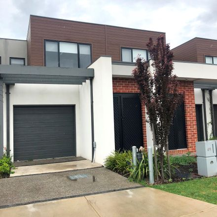 Rent this 3 bed townhouse on 49 Moondara Street