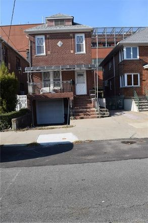 Rent this 3 bed house on 1657 Fowler Avenue in New York, NY 10462