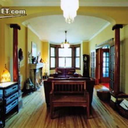 Rent this 3 bed house on École Barclay in Avenue Wiseman, Montreal