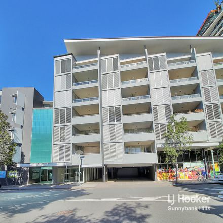 Rent this 3 bed apartment on 8/15A Tribune Street