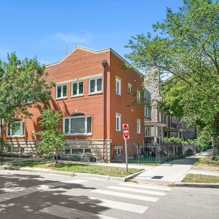 Rent this 3 bed condo on 3550 North Marshfield Avenue in Chicago, IL 60657