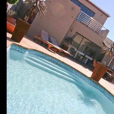 Rent this 1 bed room on 92 Humewood Drive in Cape Town Ward 107, Cape Town