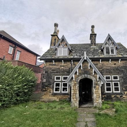Rent this 3 bed house on Ash Crescent in Leeds LS6 3LE, United Kingdom