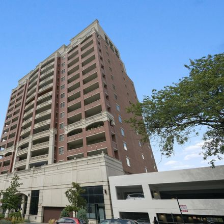 Rent this 2 bed condo on 828 West Grace Street in Chicago, IL 60613