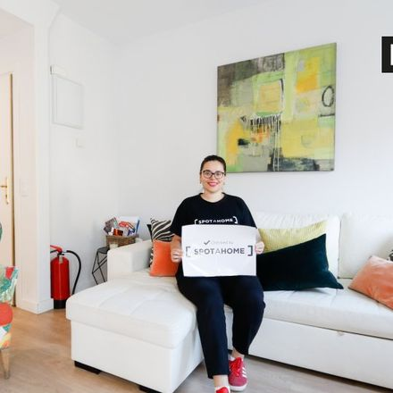 Rent this 3 bed apartment on Guitarreria Mariano Conde in Calle de la Amnistía, 1