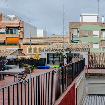 Rent this 6 bed apartment on Calle Blasco Ibáñez in 46100 Burjassot, Spain
