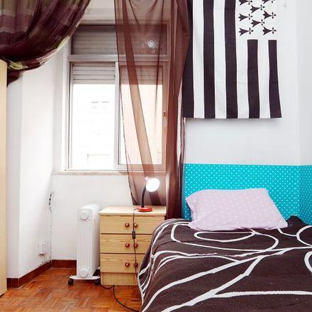 Rent this 3 bed room on Rua Capitão Renato Baptista in 1150-334 Arroios, Portugal