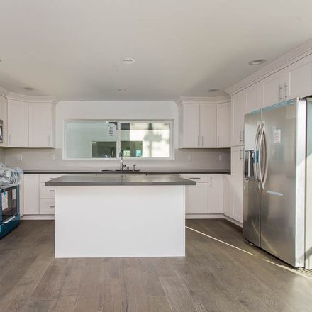 Rent this 3 bed townhouse on 5004 Cahuenga Boulevard in Los Angeles, CA 91601