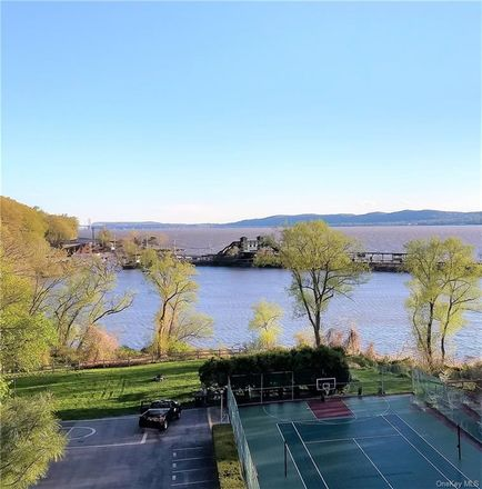 Rent this 2 bed condo on Kemeys Ave in Briarcliff Manor, NY