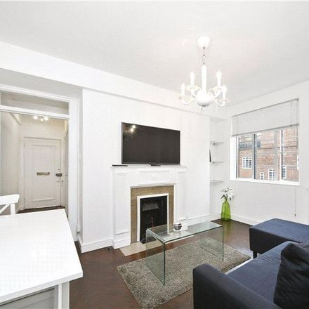 Rent this 1 bed apartment on Latymer Court in Hammersmith Road, London W6 7BY