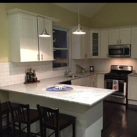 Rent this 6 bed house on 1020 Calhoun Avenue in New York, NY 10465