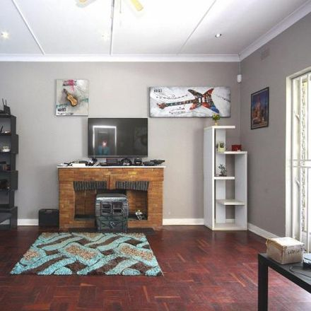 Rent this 4 bed house on Beyers Naudé Drive Service Road in Franklin Roosevelt Park, Johannesburg
