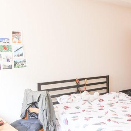 Rent this 3 bed room on Avenue de la Toison d'Or - Gulden-Vlieslaan 76 in 1060 Saint-Gilles - Sint-Gillis, Belgium